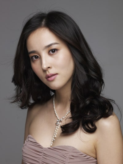 Foto Han Hye Jin Pemain The Torn Birds