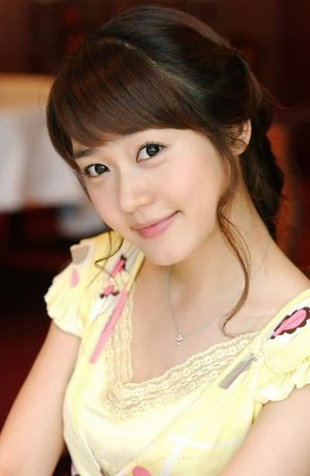 if you have any Sung Yu Ri pics want to share with other fans, please ...