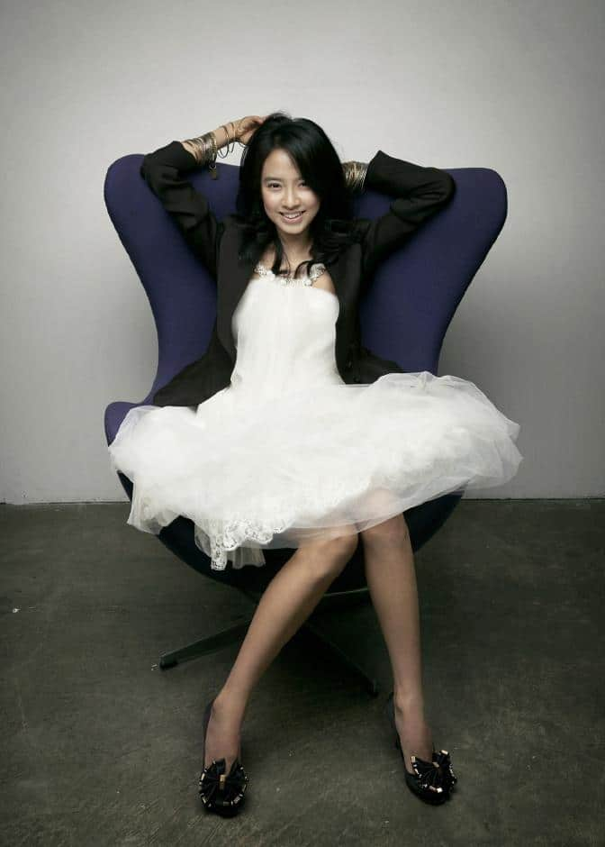 have any Song Ji Hyo pics want to share with other fans, please write ...
