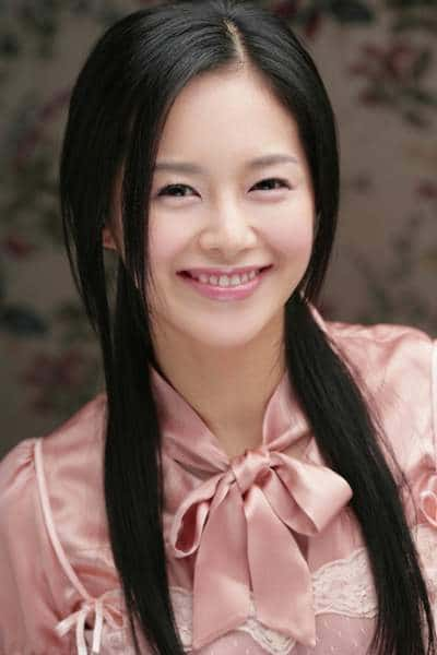 Lee Young Ah 01